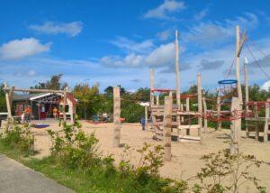 Camping Sint Maartenszee speeltuin animatiegebouw