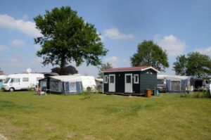 Camping IJsselstrand Kampeerplaats Comfort Plus met privésanitair